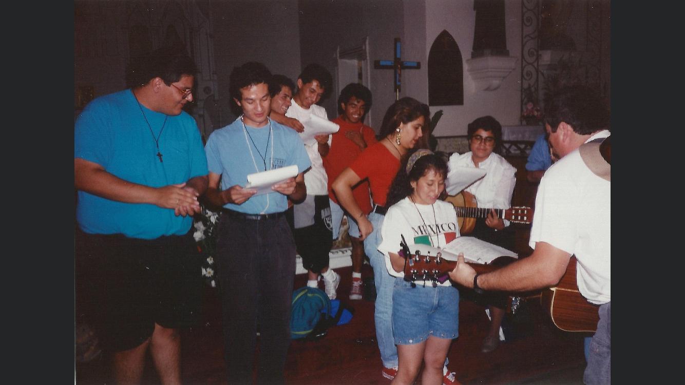 Mission of Padre Migrante: Padre, la piñata